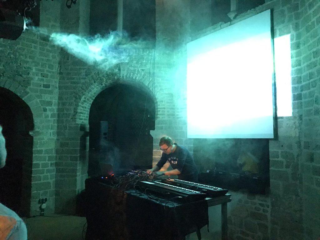 hunter-complex-extrapool-x-valkhof-festival-kapel-nijmegen-july-17-2019-02